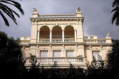 Vue d'ensemble de la façade sud, depuis le sud.