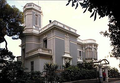 Vue d'ensemble des façades nord et est, depuis le nord-est.