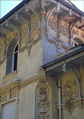 Détail : l'angle nord-ouest de l'étage supérieur de la tour, depuis le nord-ouest.